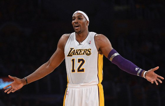 With-the-Lakers-struggling-is-Dwight-Howard-starting-to-wonder-if-he-wants-to-sign-in-L.A.-long-term.-Getty-Images
